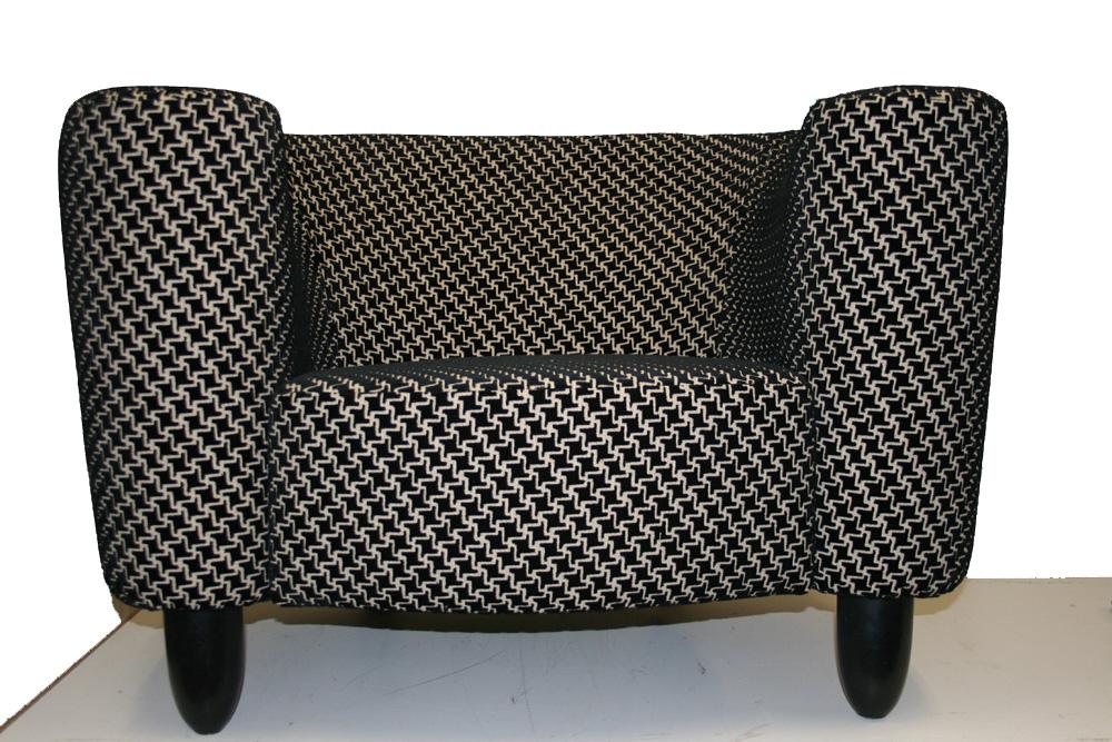 Moderne stoel in zwart/wit stof